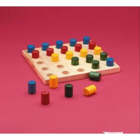25 HOLE PEGBOARD WITH COLOURED PEGS